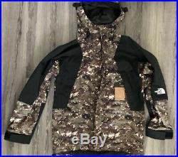The North Face Men's 94 Retro Mountain Light Gore-Tex Jacket, Medium Camo Sample