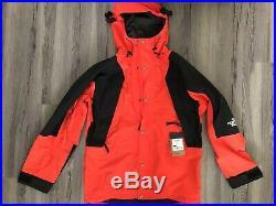 The North Face Men's 94 Retro Mountain Light Gore-Tex Jacket Medium Red Sample